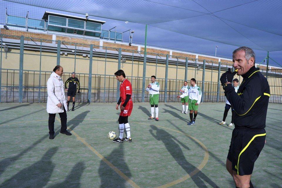Detenuti-contro-Comune-incontro-di-calcio-in-carcere-le-foto-16