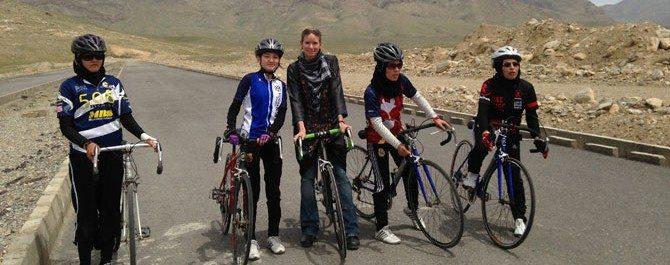 donne-afghane-bicicletta