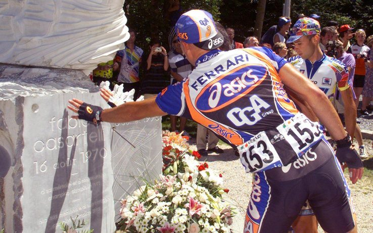 TDF13-19980722-LUCHON, FRANCE: Italian cyclist Diego Ferrari touches the memorial to Italian cyclist Fabio Casartelli in the Col d'Aspet where the cyclist died in 1995, during the 11th stage of the 85th Tour de France between Luchon and Plateau de Beille 22 July 1998. (ELECTRONIC IMAGE) EPA PHOTO AFP/PASCAL PAVANI/se/no/nk/kr